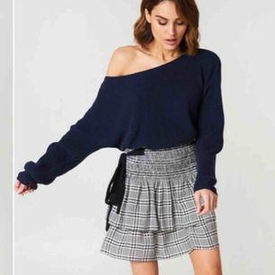 Säljer denna stickade tröja från NA-KD, använd max 3 gånger för den är inte min stil. Den är i bra skick och mycket bra kvalité