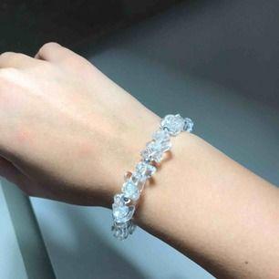 Så fint hemmagjort armband!! Lite stort men det ramlar inte av. 💓🤪👌🏼