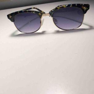 Säljer dessa snygga solglasögon!! Köpta på Gina Tricot och använda fåtal gånger😎😎