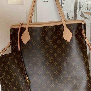 Ny väska inspirerad Louis Vuitton neverfull    Med stor clutch som kan användas separat mycket bra kopi bra kvalitet Hämtas kan frakta spårbar 65kr