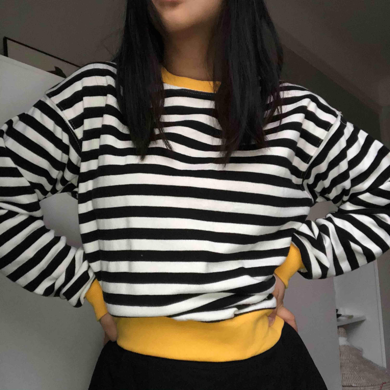 Trendig tröja från beshka i storklek M men passa snyggt för mig som är S, aldrig använd! . Huvtröjor & Träningströjor.