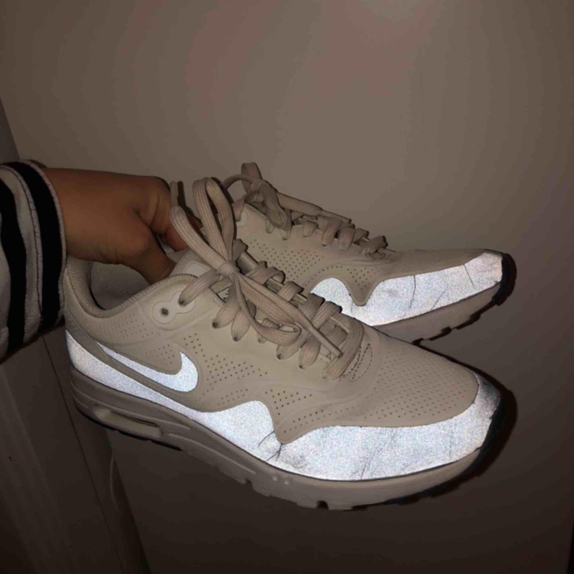 Nike skor i storlek 36 . Skor.