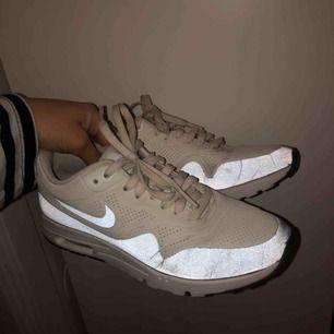 Nike skor i storlek 36