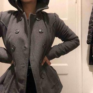 Klassisk grå höst jacka, passa på!✨