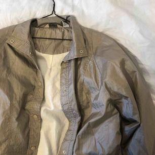 Vintage jacka, storlek M står det. Frakt 63:- 📦