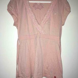 Söt rosa blus/ topp🌸 med knyt bak i rygg . Bomull i skön kvalite . Endast prövad. Impulsköp😁
