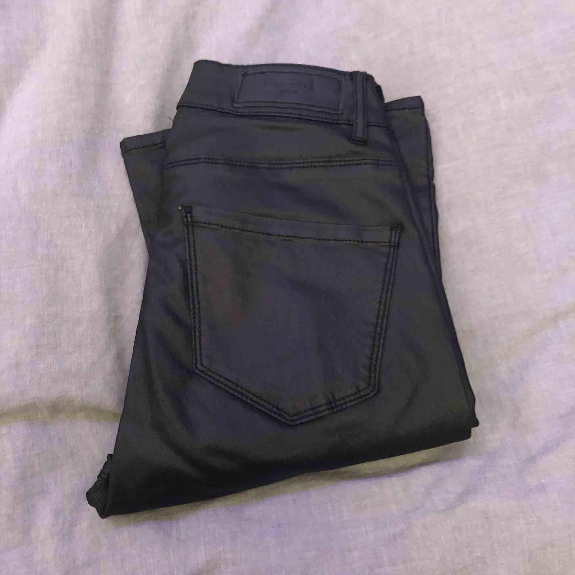 Raka simpla skinnbyxor från Vero Moda. Stretchiga . Jeans & Byxor.