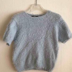 Fluffig blå tröja från BIKBOK i XS men ganska stor i storleken.