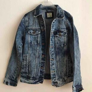 Trucker jeans jacka från Pull&bear.