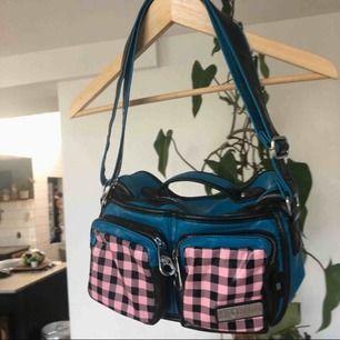 Ascool núnoo liknande väska från ett franskt märke. Säljer då jag har för många väskor🥰