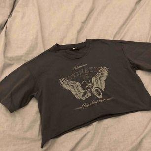 T-shirt som nästan aldrig har kommit till användning