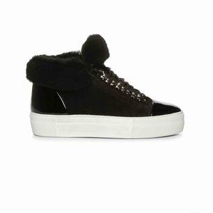 Jätte snygga skor ifrån märket BILLI BI! Köpta på nilsson shoes och nu pris 1500kr. Använda ett fåtal gånger men inget man tänker på! Mycket bra skick