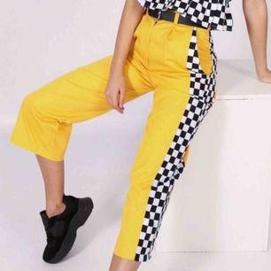 Skitballa gula byxor från LTT som jag efter mycket om och men konstaterat inte är riktigt min stil... De är så gott som oanvända och om jag kan min LTT så är det toppenkvalité på dem 🕷  Köparen står för frakten!