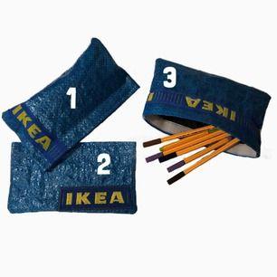 Hemmasydda pennfack/necessärer av IKEAs påsar. | INFO: Varje pennfack har mörkblå fodring och kardborreband som försluter. Säljes styckvis! | MÅTT: 20 x 11 cm | FRAKT: Ingår i priset;) | Priset går såklart att diskuteras. Ha en trevlig dag! :)