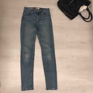 Fina jeans i märket dopper, köpta på Mq. Storlek 27.
