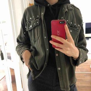 Snygg jacka från Zara med nitar Använd fåtal gånger