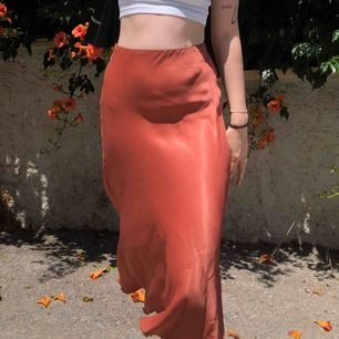 Superfin och bekväm kjol från weekday  Storlek 34, passar XS-S