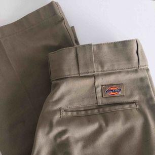 Säljer motvilligt mina dickies byxor då de blivit för små :/  Storlek 28/30
