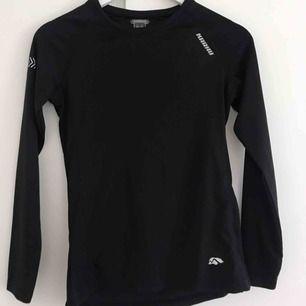 långärmad tränings tröja, från stadium  storlex 34  använd ett fåtal gånger men för liten för mig gratis frakt