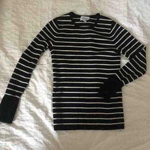 Fin stickad tröja från &other stories. I 50% ull och 50% akryl. Tyvärr blivit för liten för mig.