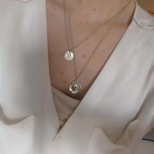Halsband från Nakd, lite använt men fortfarande i fint skick. Frakt 27kr.