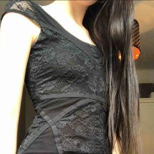 asnice klänning som tyvärr är lite liten för mig nu därför säljer jag. fraktar inte, möts upp i stockholm🌟