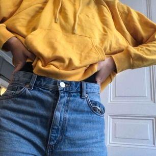 En hoodie som inte används av mig längre. Super fin till ett par jeans!