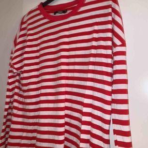 Säljer 2 randiga tröjor och 100 för båda. Köparen står för frakten:) kolla in mina andra saker