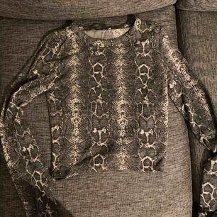 Mjuk och mysig tröja från zara, står S men passar bättre på en XS