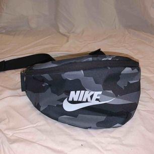 Midjeväska från Nike köpt på stadium, använd Max 5 gånger så är i nyskick!