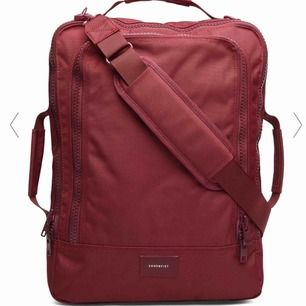 Sandqvist ryggsäck. Brand new never used, can be work as backpack or with a detachable crossbody strap. Lots of pockets. Original price 1795. Pick up on Söder :)