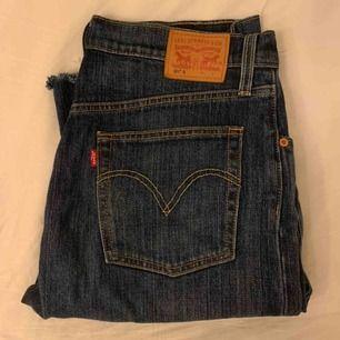 Levis 501 jeans i en mörk wash 👖