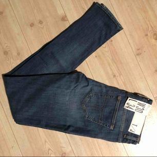 Säljer ett par helt nya tiger of sweden jeans i storlek w30/L34. Nypris 1299kr. Kan mötas upp eller frakta
