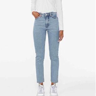 Skitsnygga jeans ifrån Monki, säljs då jag har många liknande och sitter lite för tight för min smak. Välanvända men fortfarande i bra skick. Betalning sker via swish och köparen står för frakten.