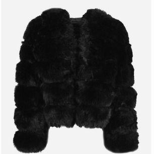 säljer min mysiga tröja från veraldo , Köpt för 1500 och sparsamt använd , den kommer inte till användning längre så därför säljer jag den, frakt ingår i priset ❤️