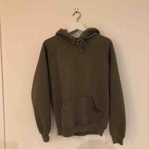 Den perfekta hoodien, använder inte för har så mkt kläder och den börjar bli lite nopprig men de går o fixa!