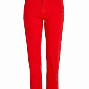 Jeans från Lindex köpta för 399kr så säljer för runt 120kr så pris kan såklart diskuteras, st 40 men skulle säga att de är ett par 38, motsvarar M eller en stor S. Kan mötas i Sthlm eller frakta dä betalar köparen för frakten.