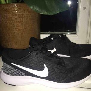 Säljer ett par nya Nike skor, kan ha till både träning och vardags. Helt nya endast testade, men säljer pga ej andvändning. Pris kan diskuteras