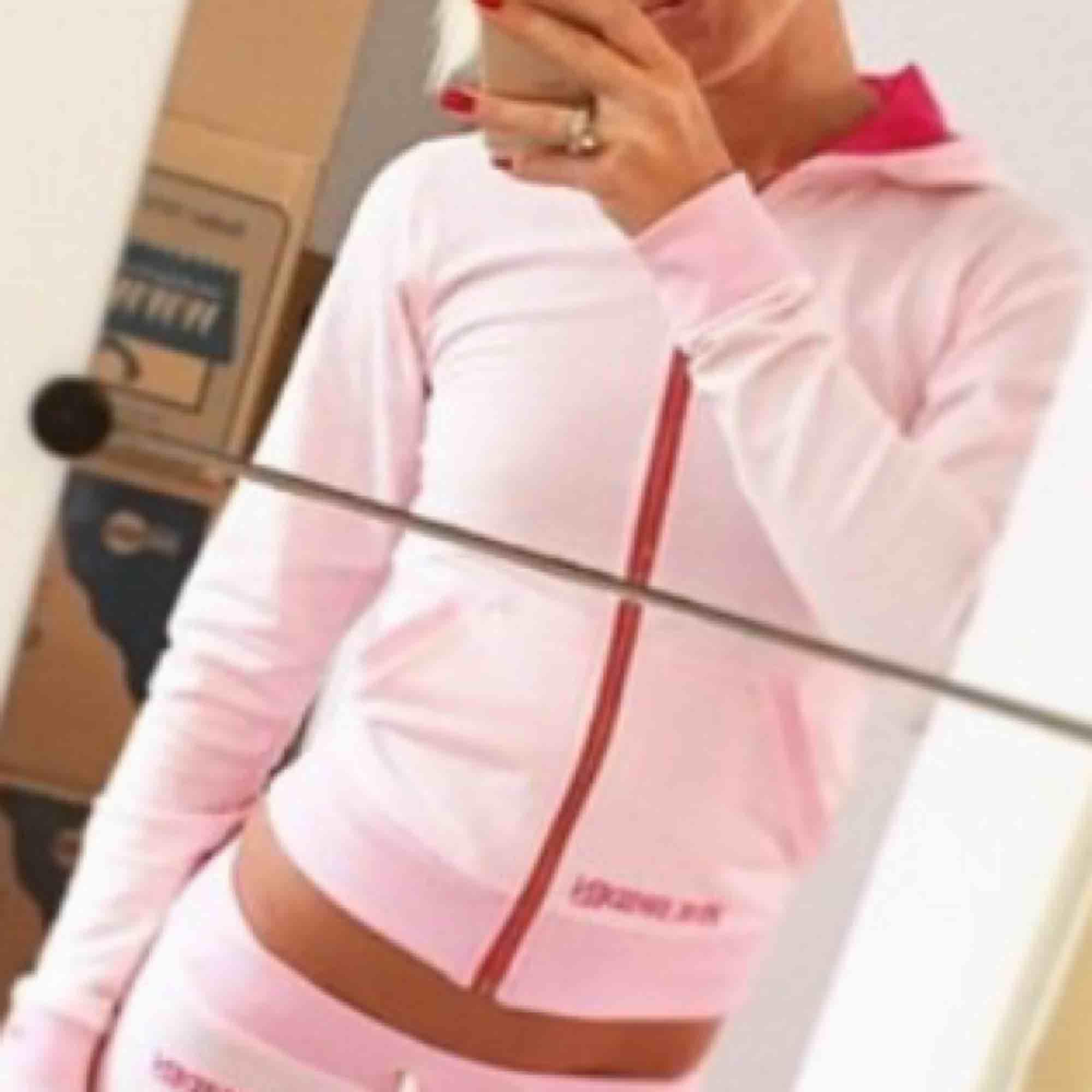 Pink Sweden kofta! Storlek xs! 140 inklusive frakt, 130 vid snabbt köp! . Huvtröjor & Träningströjor.