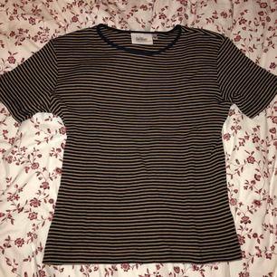 Fin T-shirt från InWear i fint skick. Knappast använd! Sitter fint och är mjuk.