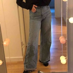 Säljer mina favoritjeans från Weekday i modellen Ace pga att de är lite för korta på mig. Såå sköna o snygga o passar till allt!!