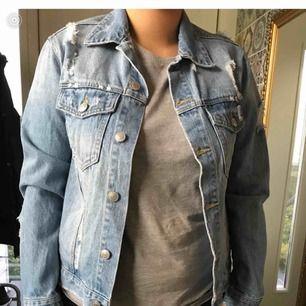 Jeans jacka aldrig använd
