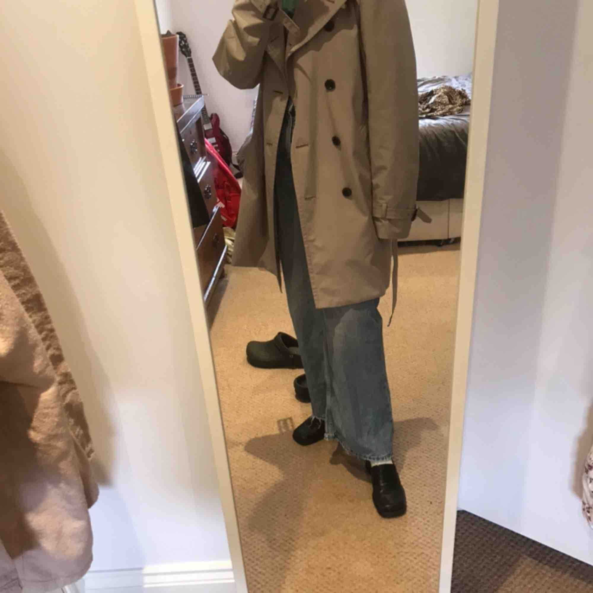 Trench coat från uniqlo 🕺🏼. Jackor.