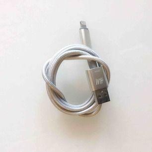 USB-kabel till iPhone från H&M. Nypris 99:-