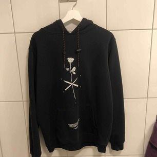 MXDVS lost lover hoodie v1, storlek L  Kan mötas upp i Gbg eller skicka, köparen står för frakt