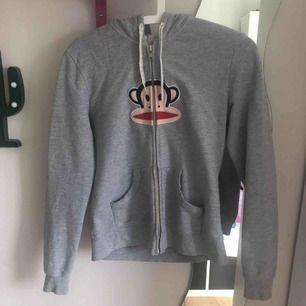 En Paul Frank tröja, säljs pågrund ut av ingen användning storlek M men passar bra som S
