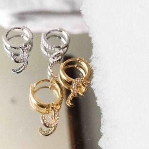 Finaste örhängena, finns i både guld & silver! Begränsat antal! Fraktar mor fraktkostnad! Kontakta på plick eller på @youwelleryuf på insta 🌙