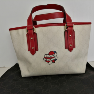 Gucci small handbag love gucci tattoo, excellent condition, inside is excellent, dustbag, 100%authentic,                                 size 25x18cm, handle 11cm, write me for more info and pics