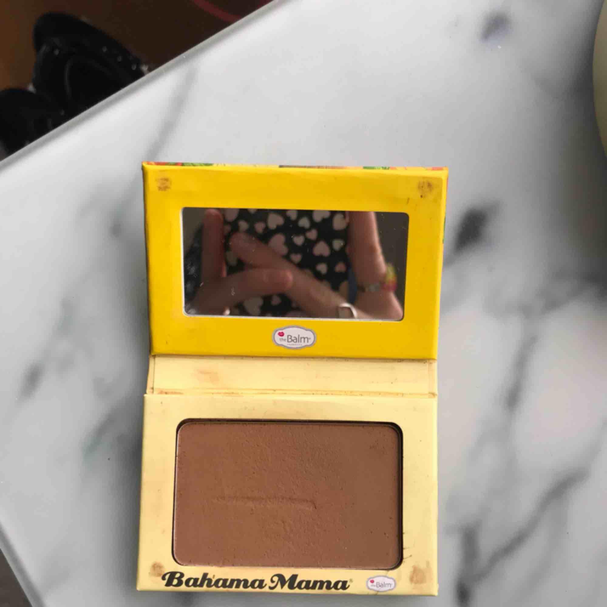 Tre jätte najs smink produkter från The Balm. Kittet innehåller: bahama mama contour, bronzer, blush. Alla är endast testade! Org pris: 600 kr Mitt pris: 150 kr💖. Accessoarer.