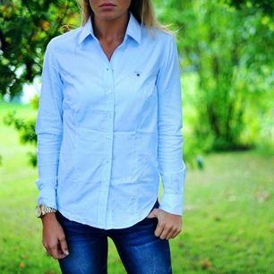 Randig skjorta från Gant. Sparsamt använd. Köpande betalar eventuell frakt.